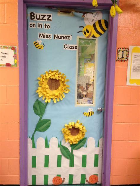 kindergarten classroom door room ideas the o jays children and