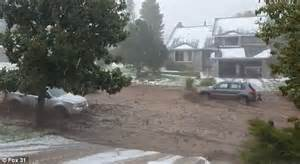 Flash floods in Colorado uplifts parked cars | Daily Mail ...