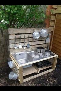 Küche Aus Paletten : 27 of the worlds best ways to transform old pallets into outdoor furniture mud kitchen ~ Markanthonyermac.com Haus und Dekorationen