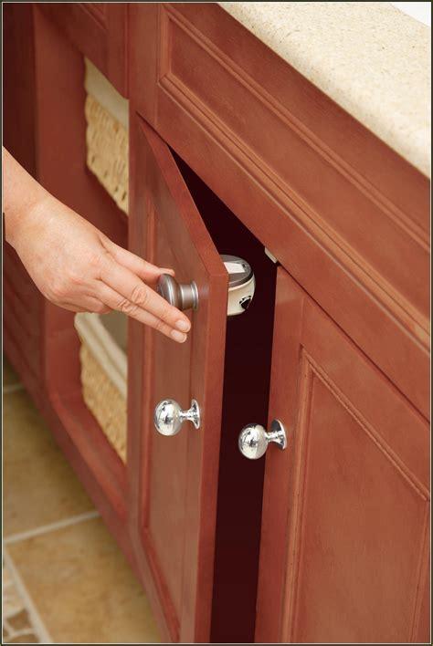 kitchen cabinet child locks safety 1st grip n go cabinet