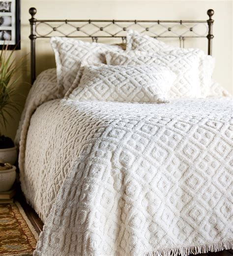 chenille bedspread on vintage bedspread cabin crafts and shabby chic sofa