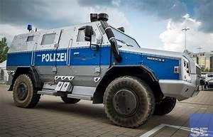 Ausbildung Bundespolizei Nrw : der survivor r 4 4 polizei edition von rheinmetall sek einsatz ~ Markanthonyermac.com Haus und Dekorationen