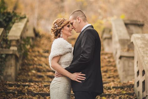 Unique Fall Wedding Locations And Decor Ideas
