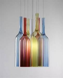 Nachttischlampe Selber Bauen : farbiges flaschenarrangement von arik levy detail magazin f r architektur baudetail ~ Markanthonyermac.com Haus und Dekorationen