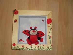 cadre en bois pour chambre de b 233 b 233 bois naturel vernis et gris clair d 233 coration pour enfants