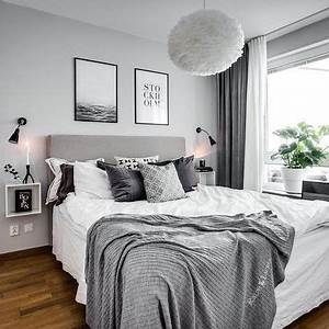 Schlafzimmer Design Grau : schlafzimmer in grau wei mit kuschligen decken und bildern ber dem bett schlafzimmer ~ Markanthonyermac.com Haus und Dekorationen