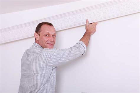 poser des moulures au plafond