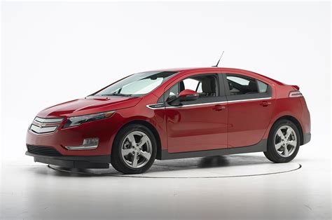 2014 chevrolet volt iihs small overlap side test front three quarters photo 1
