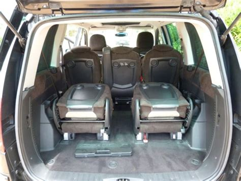 vehicule 7 places avec un grand coffre