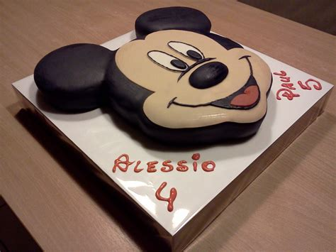 d 233 coration g 226 teau mickey