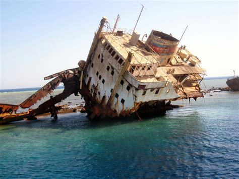 Pictures Of Sinking Boats by Boat Sinking Www Imgkid Com The Image Kid Has It