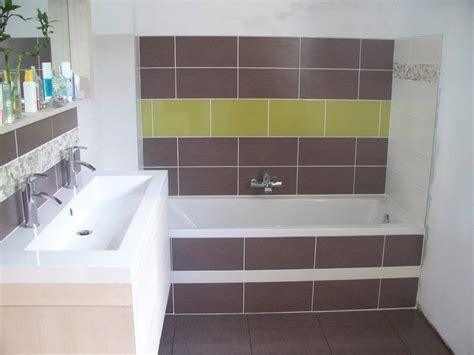 indogate salle de bain vert et bois