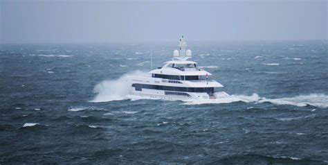 Motorjacht In Storm by Impressive Video Of Superyacht Home In A Storm Yacht