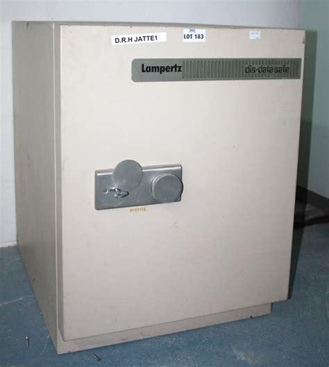 coffre fort inifuge de la marque lertz modele dis data safe fermeture a cle avec sa cle dim 71 x