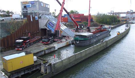 Scheepvaart Albertkanaal by Pompen Op Het Albertkanaal Voor Vlotte Scheepvaart Ham