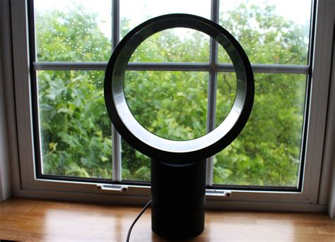 cool your home or office with dyson s bladeless desk fan homecrux