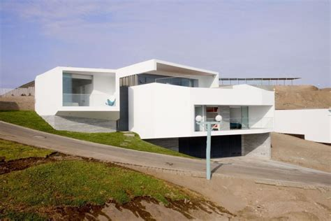 modern house with volumes overlooking the sea by vertice
