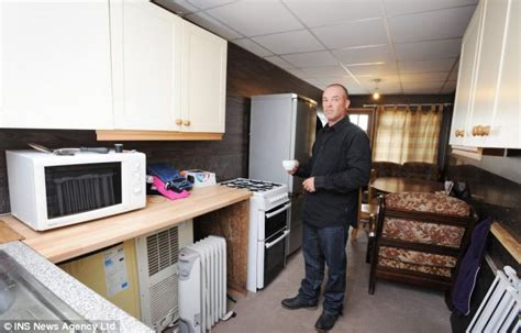 Valet Living Turns by Father Living In Shipping Container For 163 40 A Week To Beat