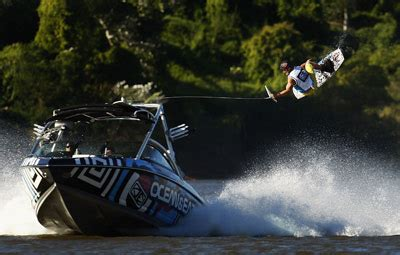 Wake Boat Landing by How Wakeboarding Works Howstuffworks