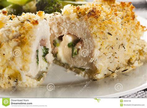 cordon bleu fait maison pan 233 de poulet photos libres de droits image 29056738