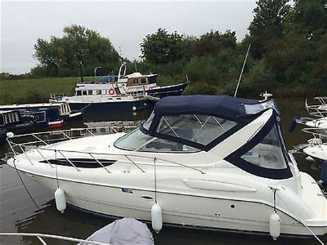 Bay Boat With Twin Engines by Immaculate Bayliner 3055 Se Sports Boat 8 Berth With