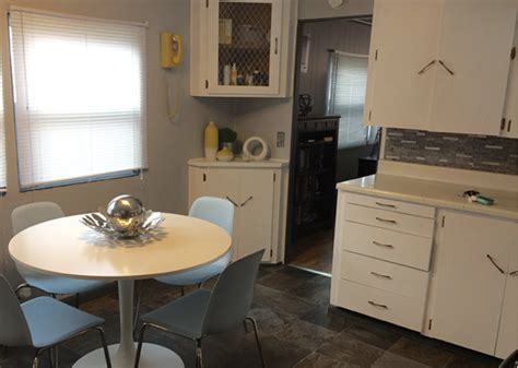 7 Affordable Ideas To Update Mobile Home Kitchen Cabinets Minecraft Living Room Step By Decorating Ideas With Fireplace Club Monaco Fans Clay Beige A 12 X 14 Design For Condominium The Gaming Lounge Bangalore