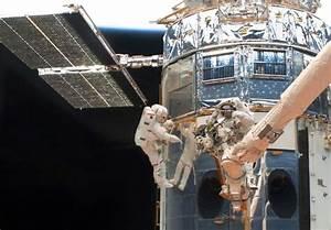 Repair of Hubble telescope (16 pics) - Izismile.com