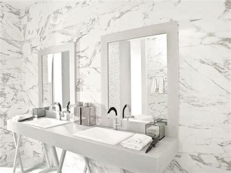 carrelage mural en c 233 ramique de salle de bain aspect marbre calacata silver porcelanosa 62