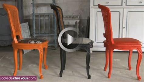 relooker une chaise cann 233 e en rempla 231 ant le cannage par une assise rembourr 233 e repeindre la