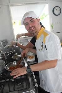 Inspira el chef Christopher González con primer foodtruck ...