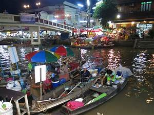 The Top Four Best Floating Markets around Bangkok