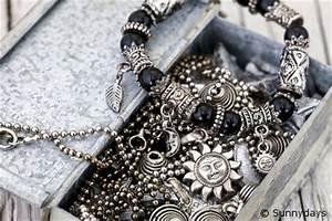 Silber Reinigen Hausmittel : wieso verf rbt sich silber schwarz und wie l sst sich ihr angelaufener silberschmuck reinigen ~ Markanthonyermac.com Haus und Dekorationen