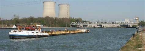 Scheepvaart Albertkanaal by Albertkanaal
