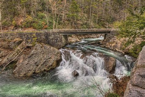 smoky mountains sinks waterfall is located on state