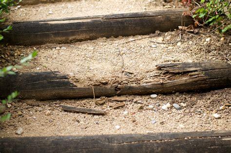 escalier en bois pour aller au garage