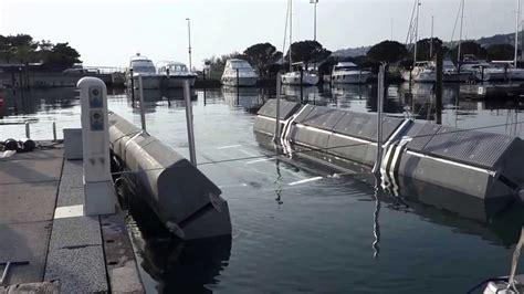 Sunstream Boat Lift Youtube by Sunstream 10 8 T Floatlift Youtube