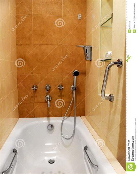 prises et garnitures de salle de bains images libres de droits image 6265759