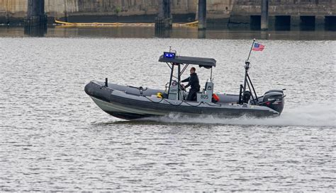 Dc Police Boat by Shooting At Washington Dc Navy Yard