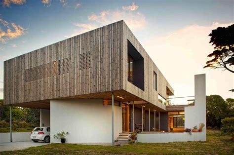 8 Star Home Designs : Lagoon Beach House