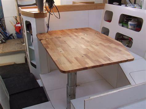 une table pour notre carr 233 la gal 232 re de et c 233 cile