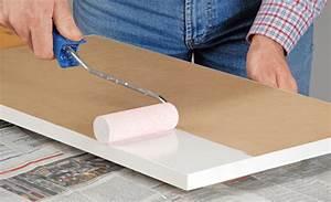 Möbel Tapezieren Anleitung : holz lackieren lackieren streichen ~ Markanthonyermac.com Haus und Dekorationen