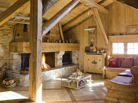 montagne chalet int 233 rieur d un chalet chemin 233 e meubles en bois du jura charpente en bois poutres