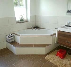 Eckbadewanne Fliesen Bilder : badewanne mit stufe ~ Markanthonyermac.com Haus und Dekorationen