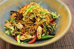 nouilles chinoises saut 233 es au poulet parfum 233 la recette