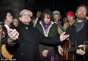 Bono in Grafton Street, a Dublino!! – U2place.com