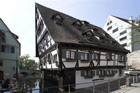 Отели в Германии самый кривой и самый узкий отель в мире