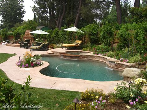 Garden Pool : Swimming Pool Landscaping Does And Don'ts