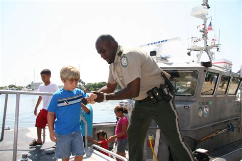 Fwc Public Boat R Finder by Fwc Law Enforcement An Officer Helps Visitors Disembark