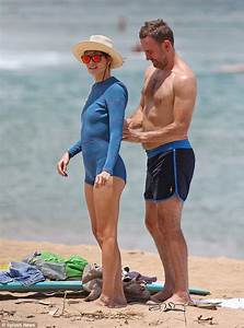 Michelle Monaghan shows off her tanned and toned figure in ...