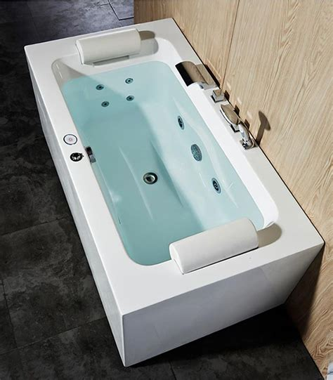 jetted bathtubs for two 25 best ideas about whirlpool bathtub on